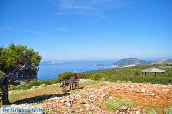 Uitzicht op baai Pefkos   Agios Panteleimon   Skyros foto 10 - Foto van De Griekse Gids
